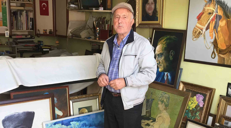 50 yıldır mahallede yaşayan ressam sanatçı