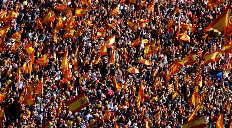 Yüzbinlerce Katalan sokağa döküldü