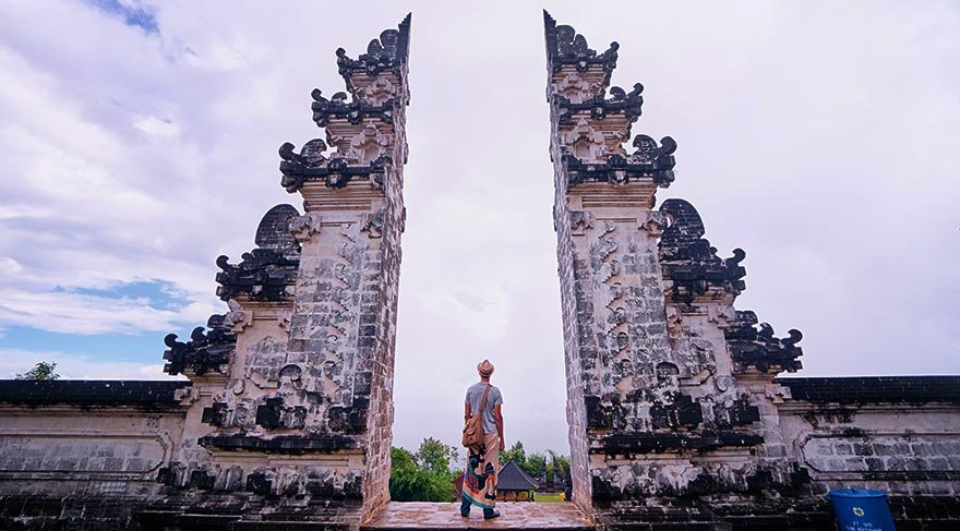 Bali'nin yanardağ tehtidi altındaki tarihi tapınağı