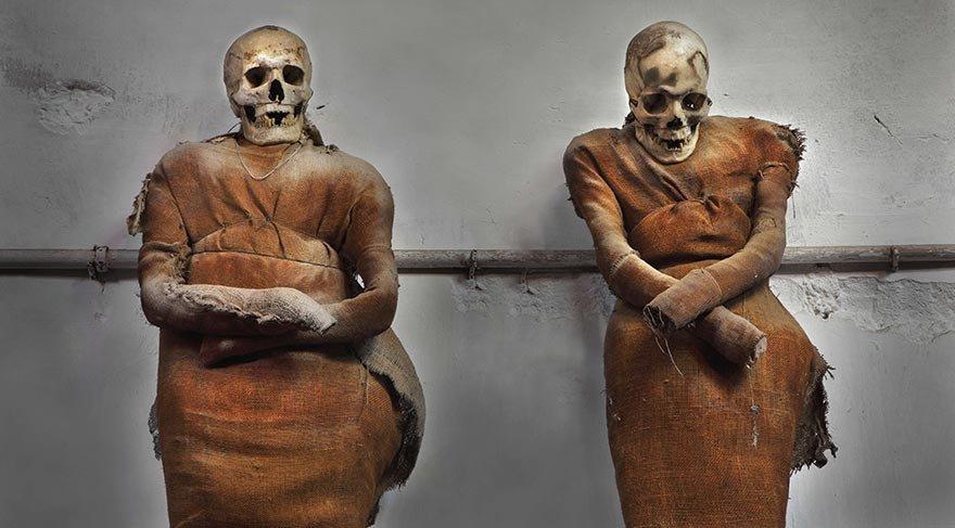 Yaşayan ölüler mezarlığı: Capuchin Manastırı