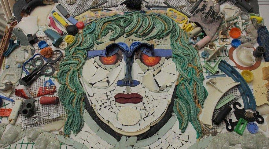 Çöplerden Medusa tablosu