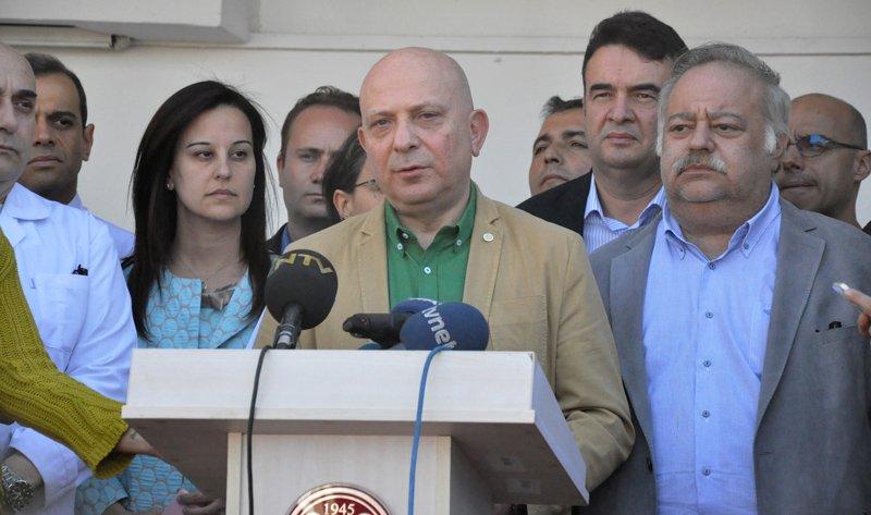 FOTO:DHA - Prof. Dr. Erkan İbiş, Deniz Baykal'ın sağlık durumu ile ilgili açıklama yaptı.