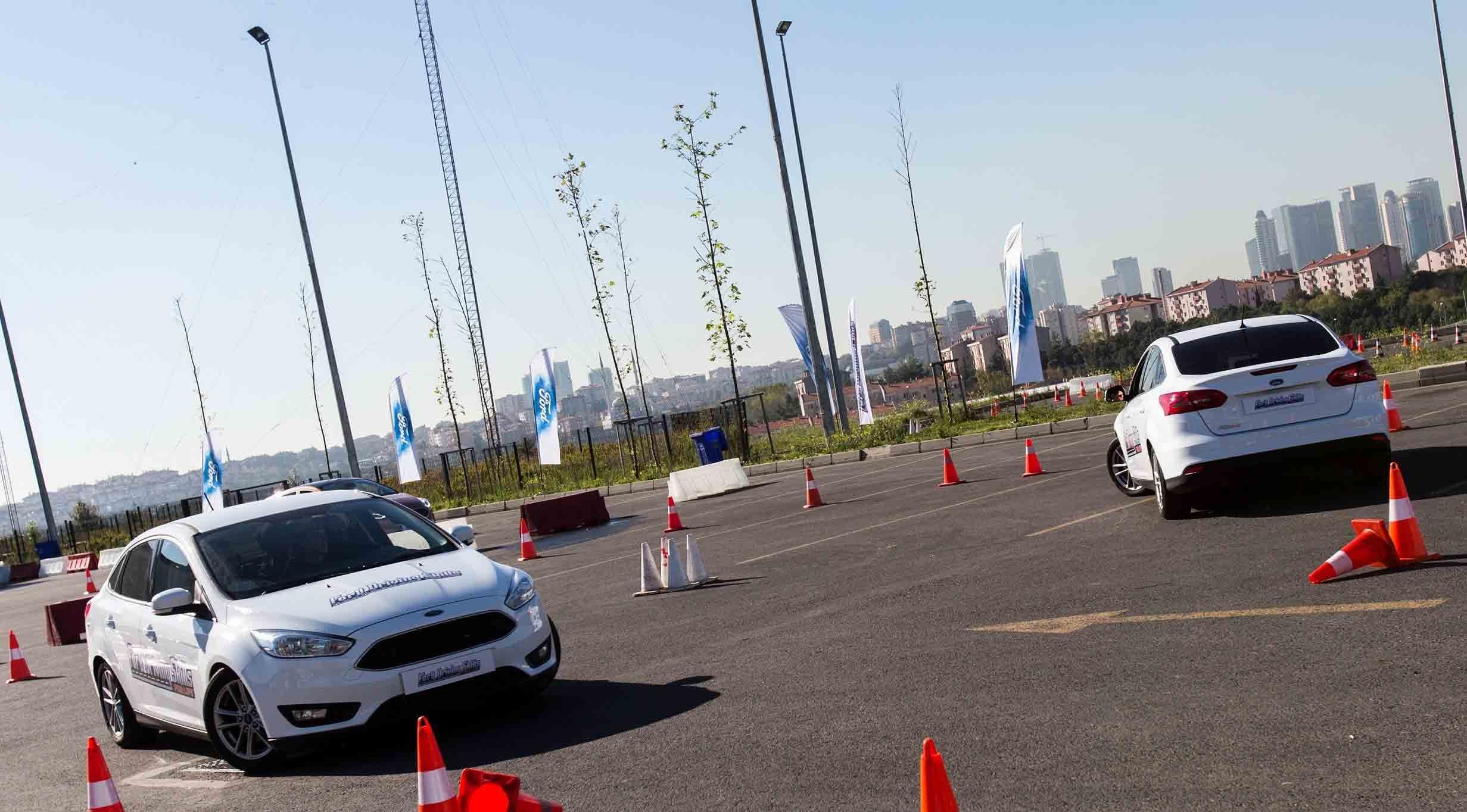 Genç sürücülere şampiyonla eğitim