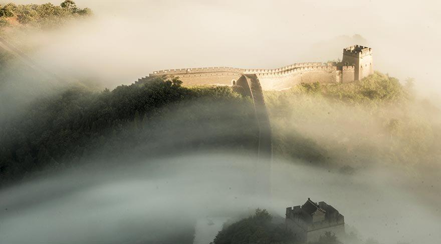 Çin Seddi sisler altında