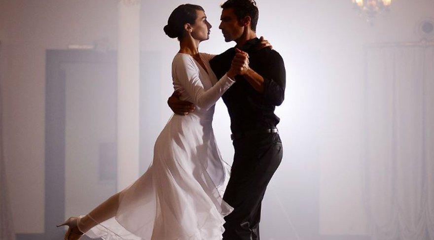 Siyah Beyaz Aşk oyuncuları kim kimdir? Dizi bu akşam Kanal D'de başlıyor! Siyah Beyaz Aşk dizisi konusu ve oyuncu kadrosu! İşte son fragman…