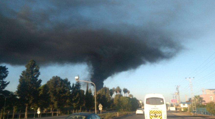 Ünlü iş adamının fabrikası yanıyor! Polis inceleme başlattı
