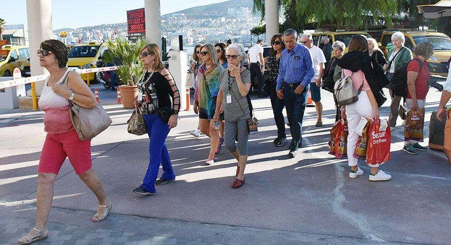 ABD'li turistler Türkiye'ye giriş yaptı