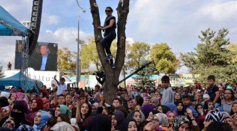 Tutuklu Yarbay eşi... Erdoğan'a derdini anlatmak için ağaca çıktı