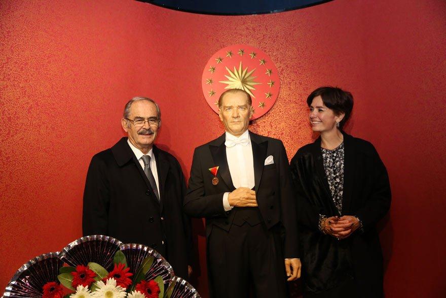 Büyükerşen'le Balmumu Heykel Müzesi'ndeyken.