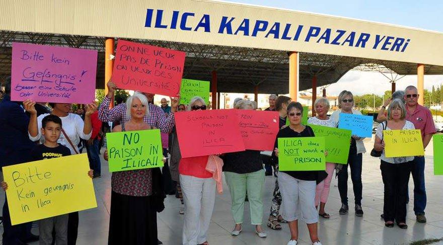 Turistler de eyleme destek verdi.