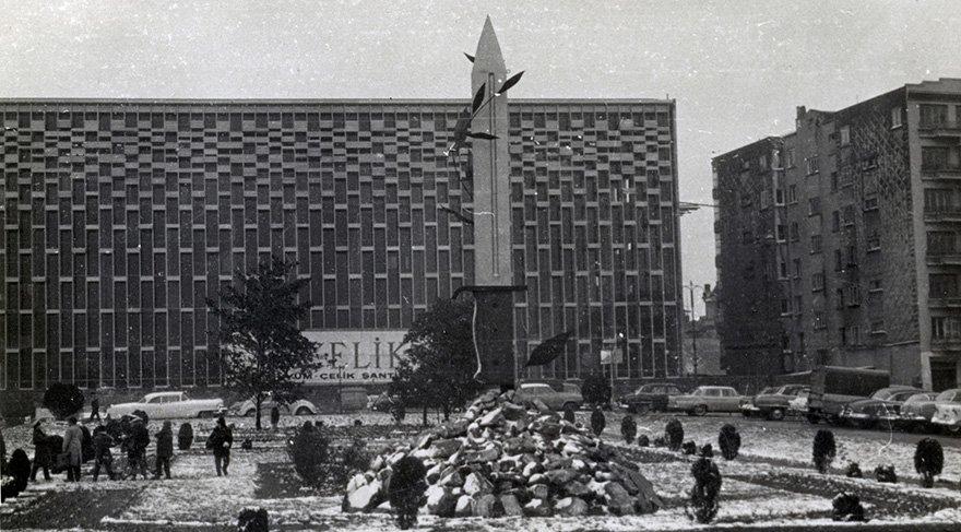 1961 yılında AKM