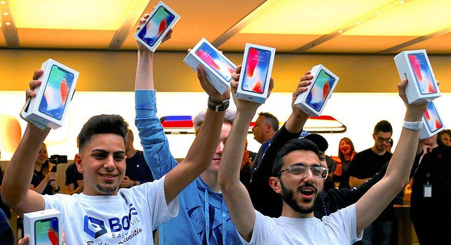iPhone X kuyruk yaptı