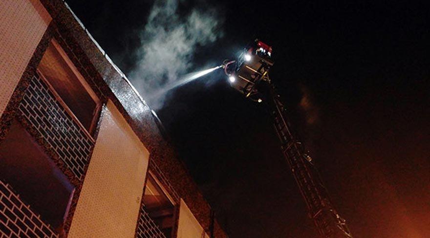 Bağcılar'daki yangın korkuttu!