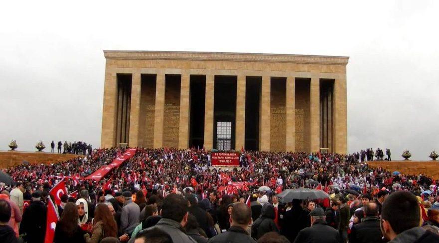 AKP'nin 'Atatürk açılımı' gazete manşetlerine de yansıdı