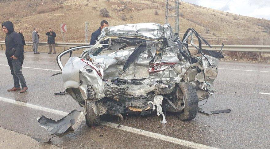 Ankara'da korkunç kaza: TIR'ın altına girdi