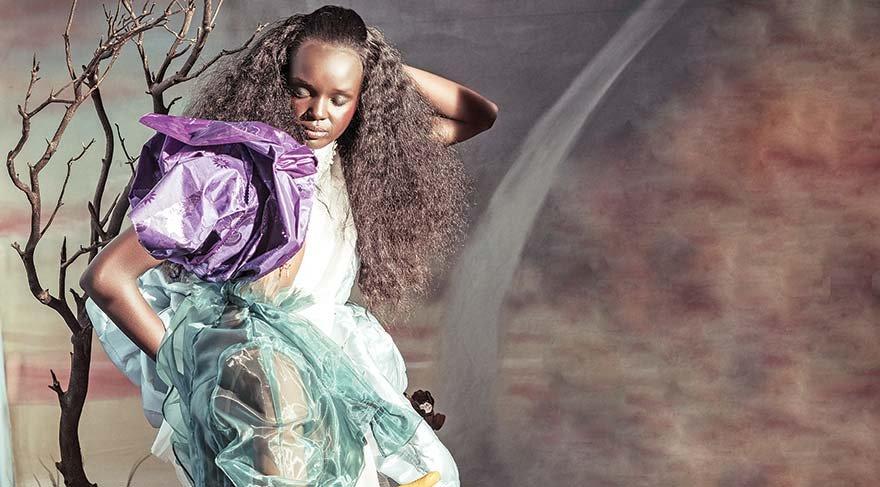 Naomi'nin tahtını sallayan model