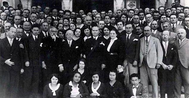 Öğretmenler; Yeni nesli, Cumhuriyetin fedakâr öğretmen ve eğitimcilerini, sizler yetiştireceksiniz ve yeni nesil, sizin eseriniz olacaktır… / Mustafa Kemal ATATÜRK