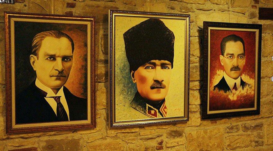 Atatürk eserlerini sergide buluşturdu