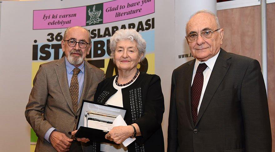 Ayla Kutlu'ya Onur Ödülü takdim edildi