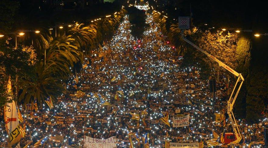 Katalonya'da 750 bin kişilik dev gösteri: 'Demokrasi yardım istiyor, Avrupa nerede?'