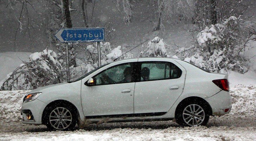Son dakika haber... Bolu Dağı'nda kar yağışı etkisini arttırdı! Kazalar peş peşe geldi! TIR geçişlerine izin verilmiyor