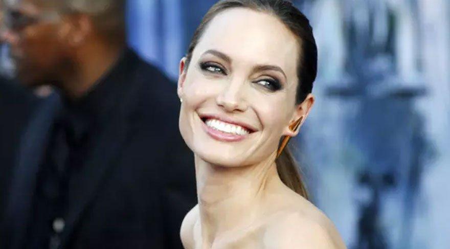 Angelina Jolie'den safari pozu