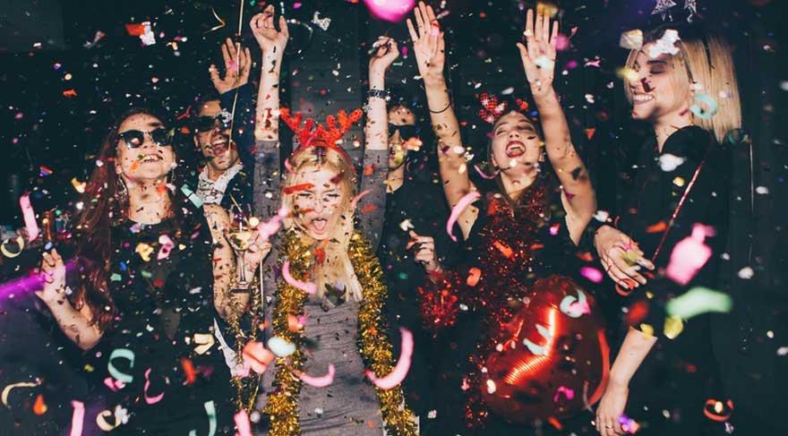 Oğlak: Daha hareketli ve sosyal olabilirsiniz. Davetler, organizasyonlar, arkadaşlarınızla beraber eğlenceli ve sosyal aktivitelere dahil olabilirsiniz.