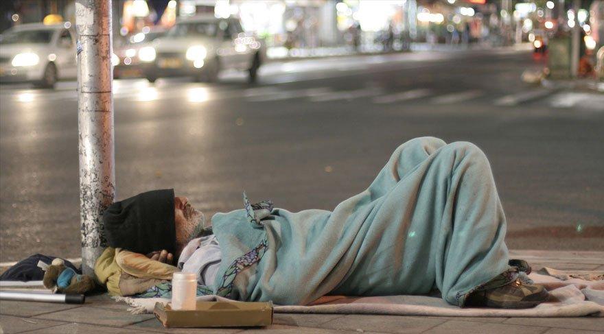 Almanya'daki evsizler metroda uyuyabilecek