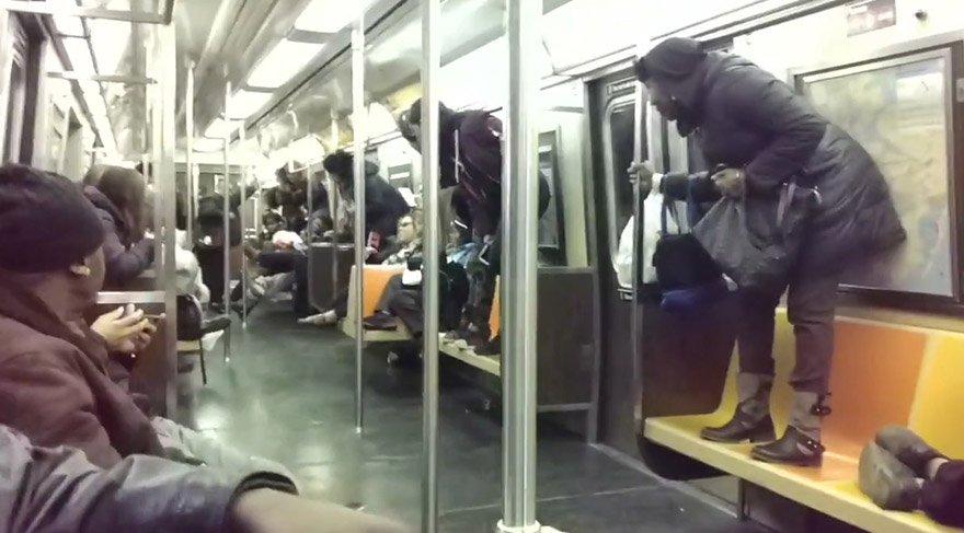 New York metrosundaki fare ortalığı birbirine kattı