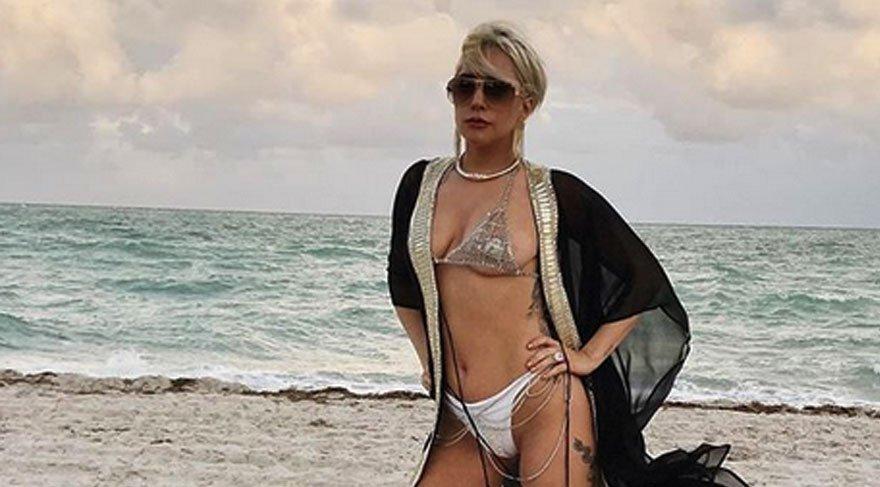 Lady Gaga'nın plaj pozları