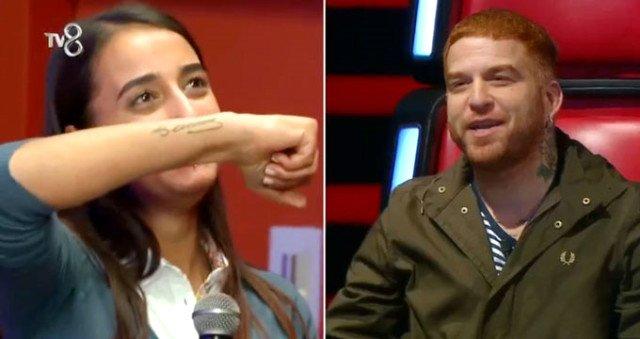 Gökhan, yarışmacının kardeşinin Atatürk dövmesini fark edince stüdyoda alkış tufanı koptu