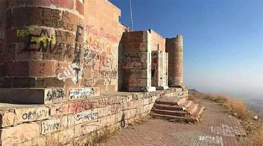 Vandallar tarihi Hızır İlyas Köşkü'nü tahrip etti, duvarlarını boyadı