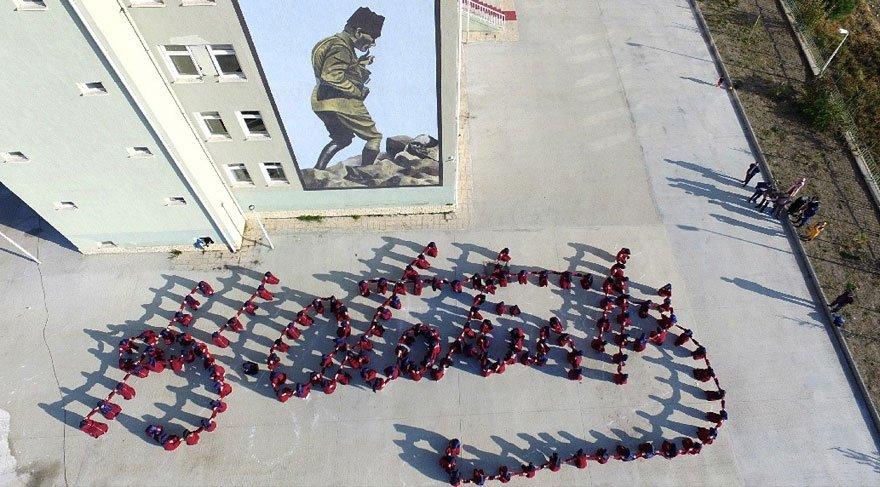 İmam hatip öğrencilerinden Atatürk koreografisi