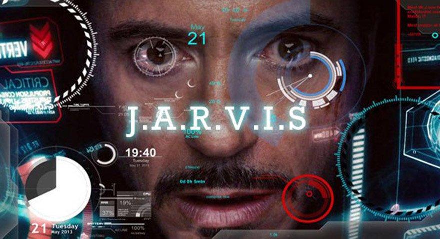 Robert Downey Jr.'ın Tony Stark'ı canlandırdığı Iron Man filminde yapay zeka Jarvis Stark'ın hayatını kolaylaştırmak için tavsiyelerde bulunuyor.