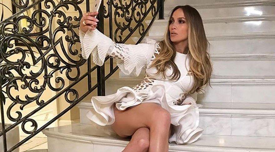 Jennifer Lopez'den seksi selfie