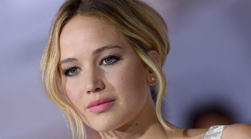 Jennifer Lawrence 'Toplu tecavüze uğramış gibi hissettim'