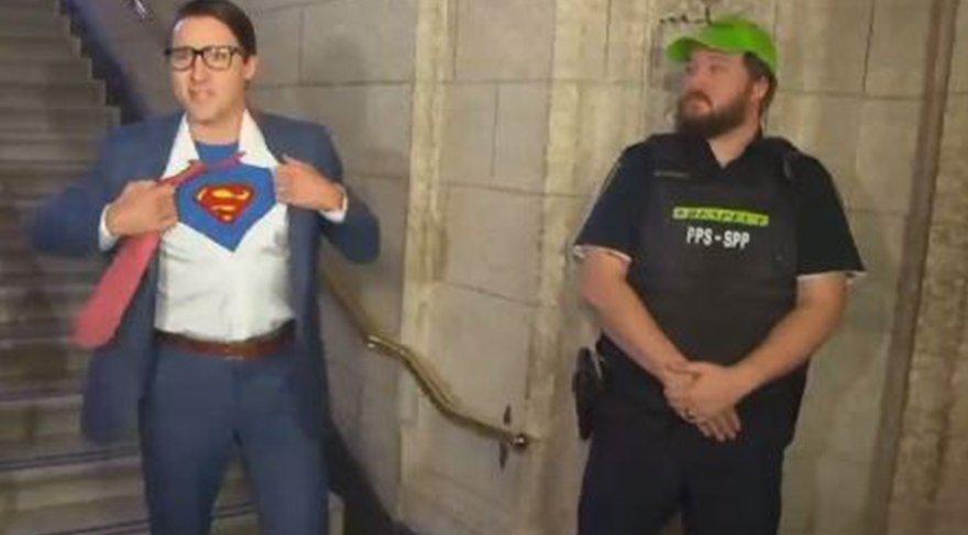Kanada Başbakanı Trudeau 'Superman' oldu!