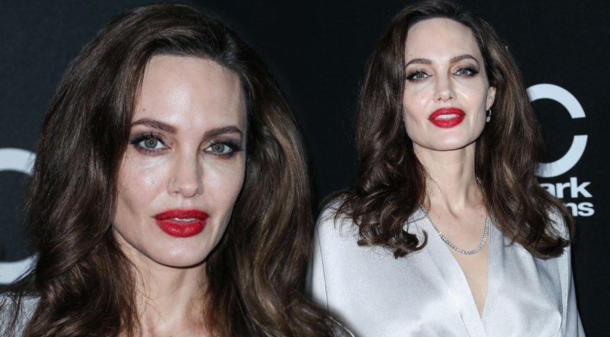 Angelina Jolie'nin kırmızı halı görünümü