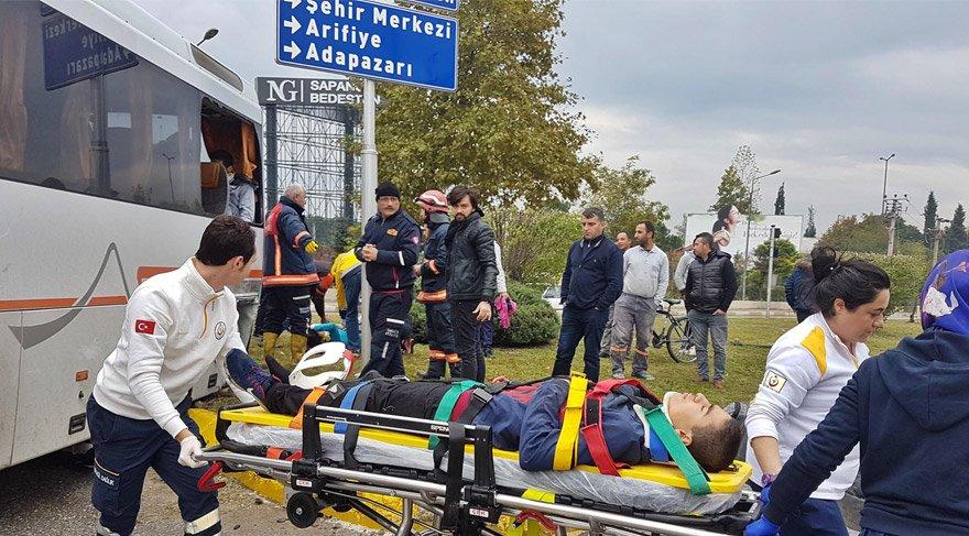 Sporcuları taşıyan midibüs kaza yaptı: 12 yaralı