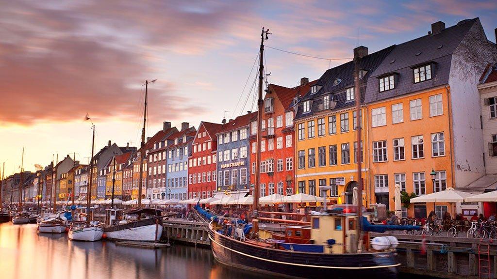 Listenin zirvesinde yer alan Kopenhag, rapor içerisinde temiz enerjiye yatırım yapılan şehir olarak yer alıyor.