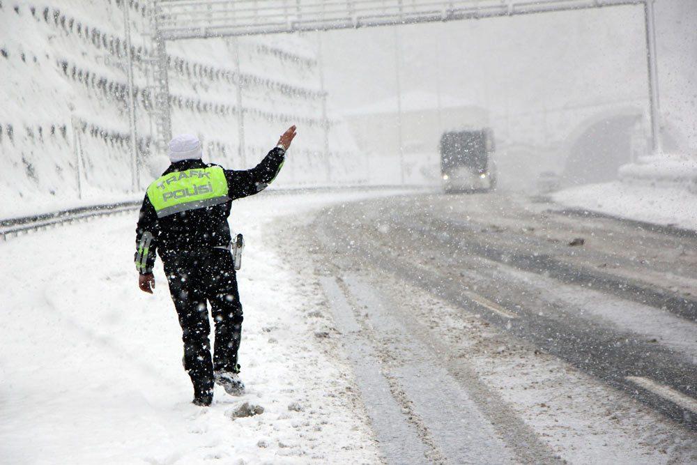 Emniyetli sürüş için kış lastiği kullanın!
