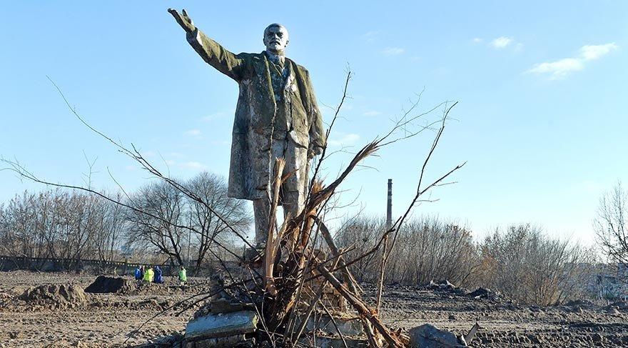 Lenin heykeli otoyol inşaatında ortaya çıktı