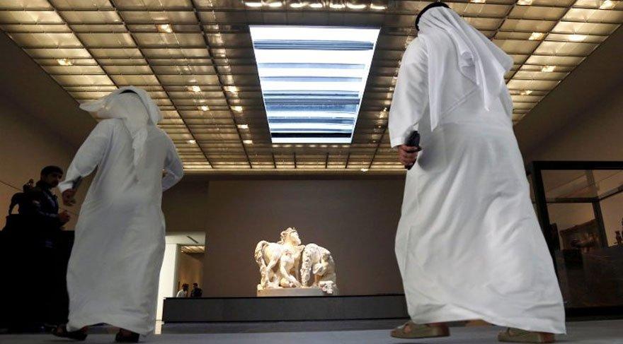 Abu Dabi'de 1,3 milyar dolara Louvre müzesi açıldı!