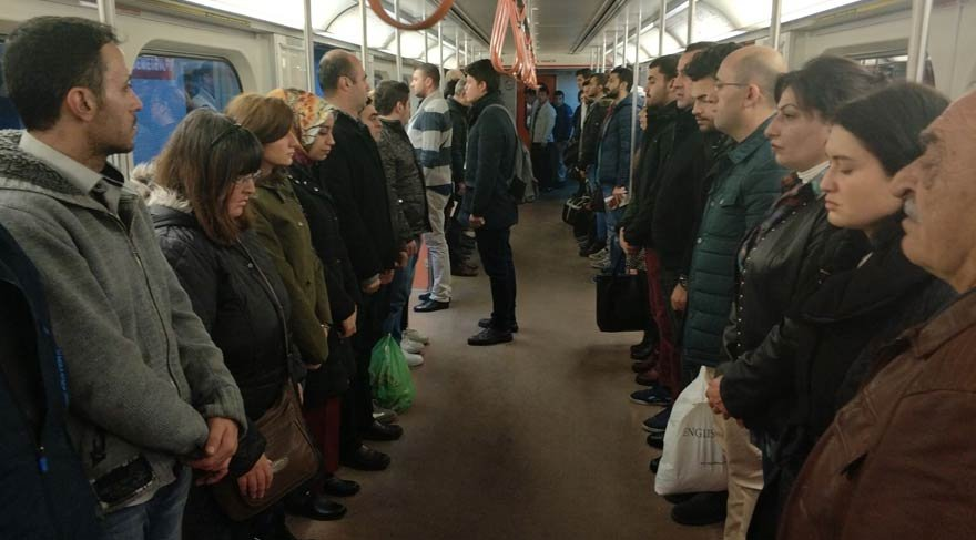 Metroda Ata'ya saygı duruşu   Son dakika haberleri