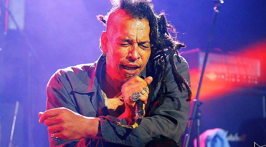 Faith No More'un eski vokalisti Mosley, 57 yaşında yaşamını yitirdi