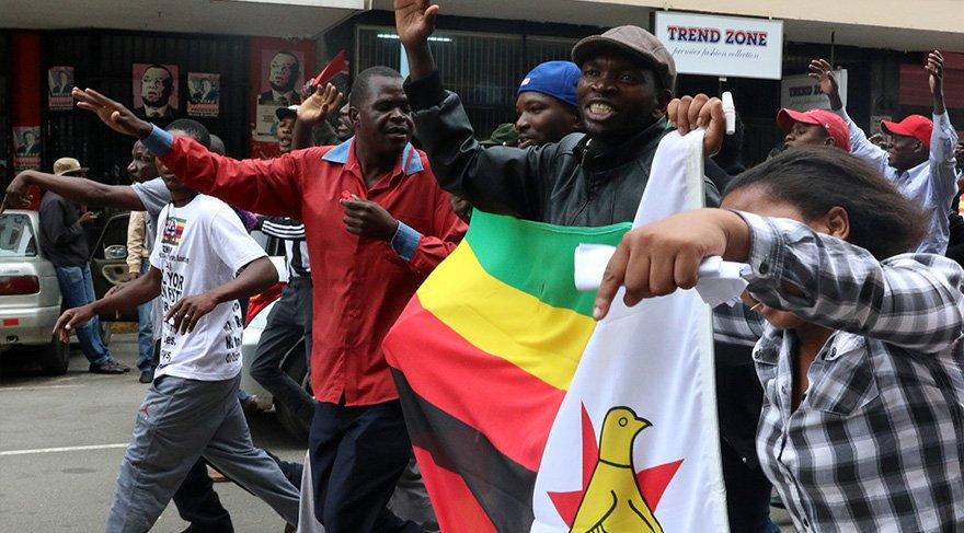 Zimbabve'de halk Mugabe'ye karşı sokaklarda