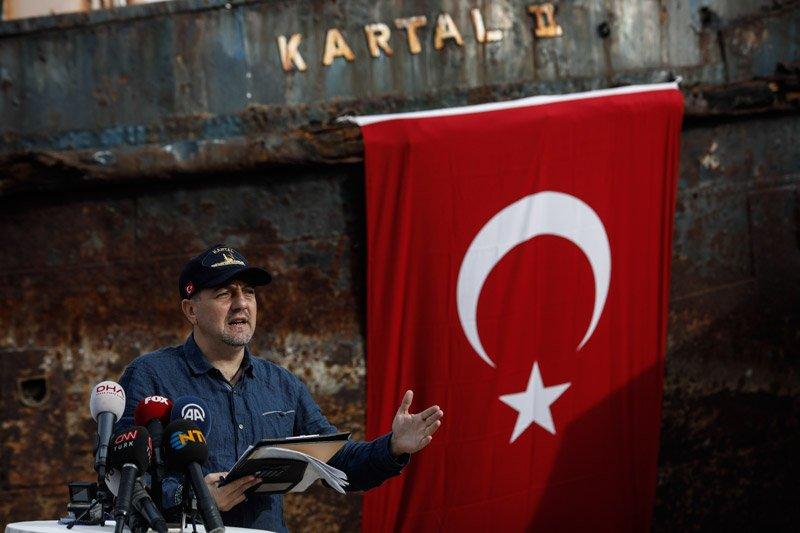 """FOTO:DHA- İstimbotun bulunmasında en büyük payın sahibi olan Gazeteci Gökhan Karakaş """"Kartal-2 gelecek kuşaklara da kalsın"""" dedi."""