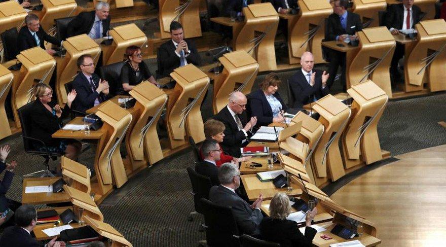 İskoçya Parlementosu'nda panik… Şüpheli paket alarmı