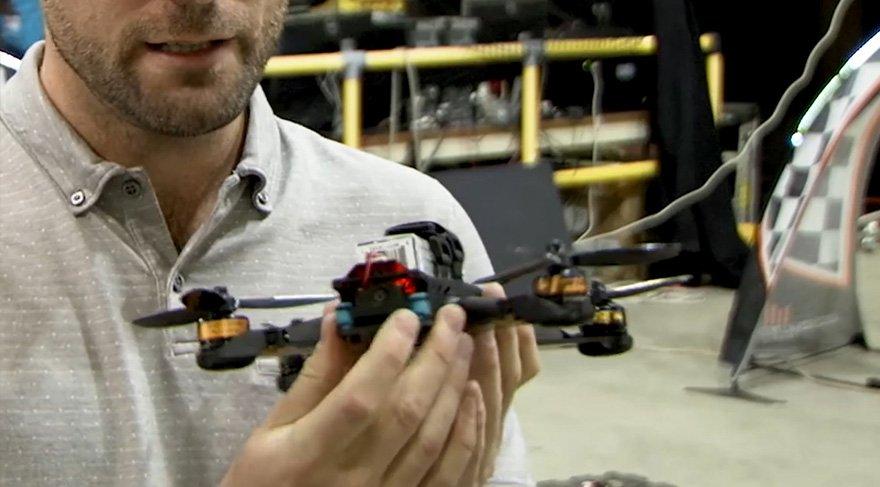 İnsan pilot 'yapay zeka drone'u yendi