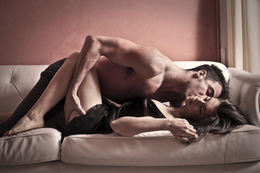 Örneğin, erkeklerin verileri izlendiğinde doğrudan görsele dayanan büyük porno siteleri listelerin en başındayken, kadınların aramalarında daha çok erotik öykülerin ve romantizm ile seksin bir arada olduğu içeriklerin yukarılarda olduğu görülür.
